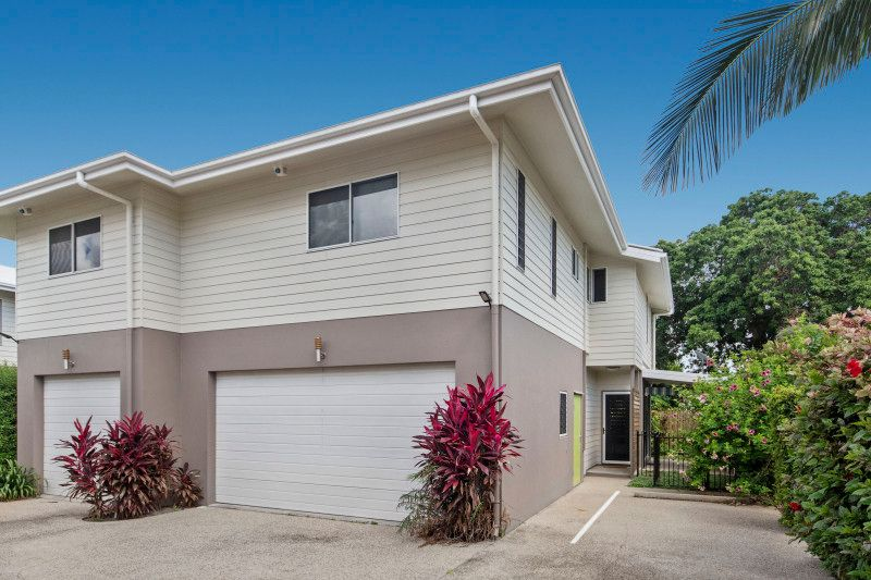 SPACIOUS END TOWNHOUSE IN A WELL MAINTAINED COMPLEX – WILL BE VACANT & READY TO MOVE IN