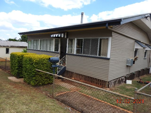Large home walking distance to the shops