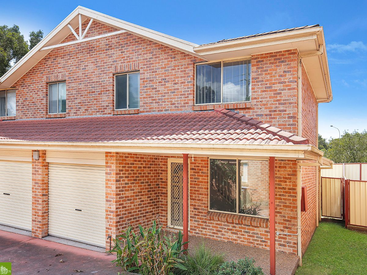 GREAT TOWNHOUSE OR INVESTMENT!