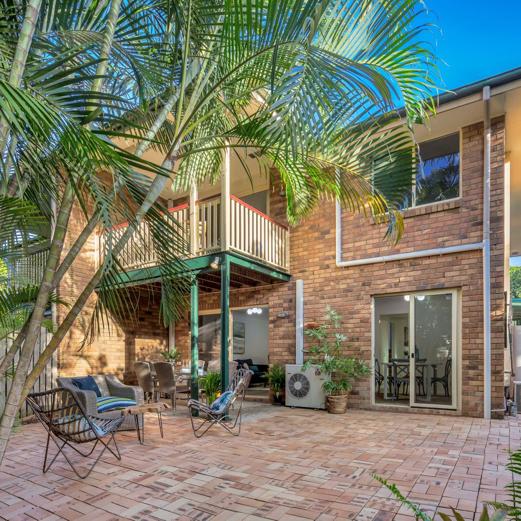 Sophisticated, Spacious and Super Quiet Position – Best Townhouse in Herston!