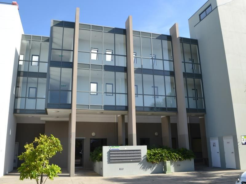 91m2 Robina Office