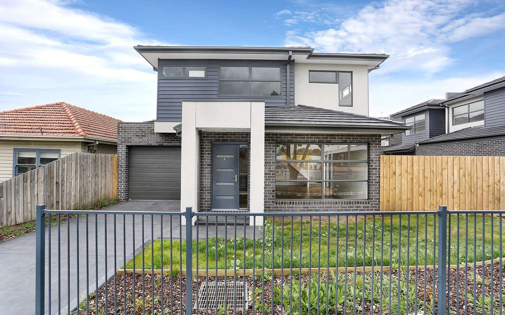 BEAUTIFUL TOWNHOUSE IN SUNSHINE WEST