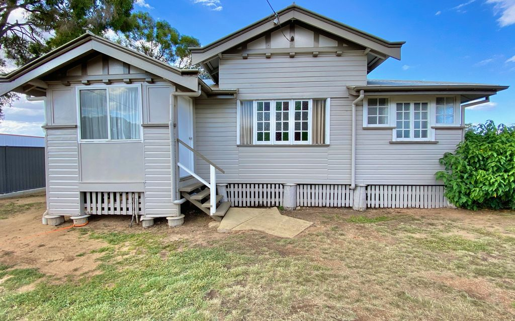 Timber Home Walk to Town- PRICE DROP