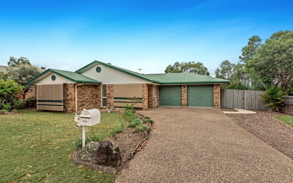 LOWSET BRICK IN LEAFY LOCATION