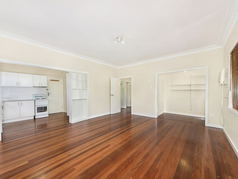 7 MINUTES TO IPSWICH CBD! AFFORABLE & CONVENIENT!