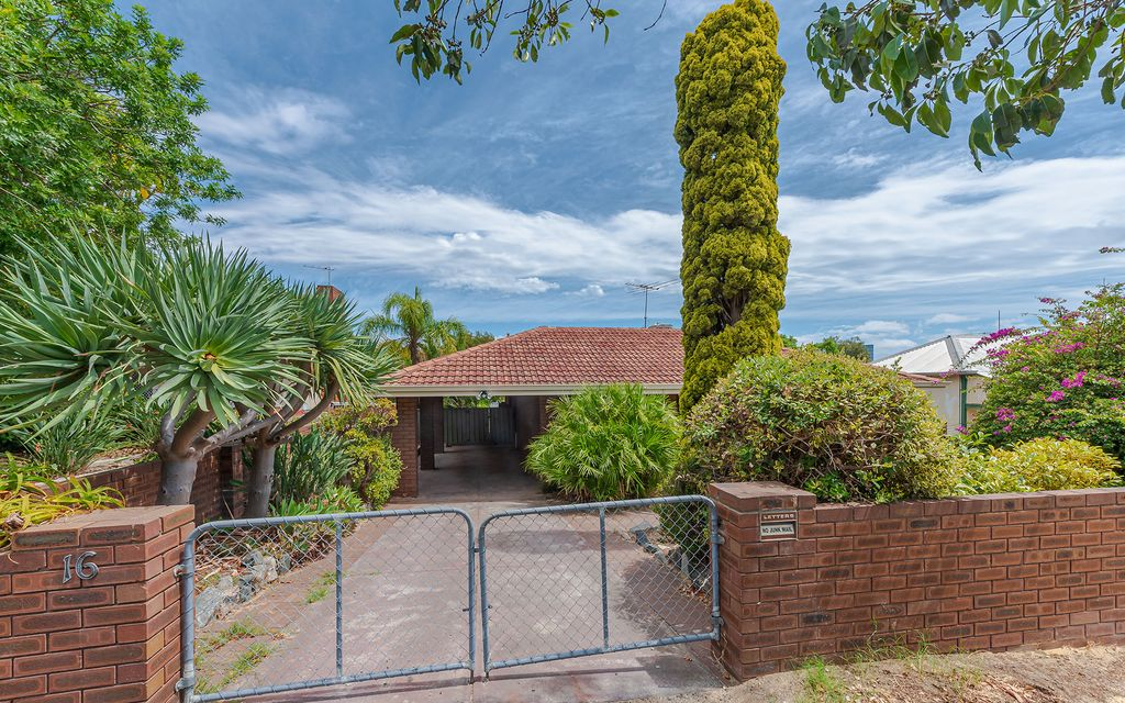 Large 4 Bedroom Family Home- Must See!