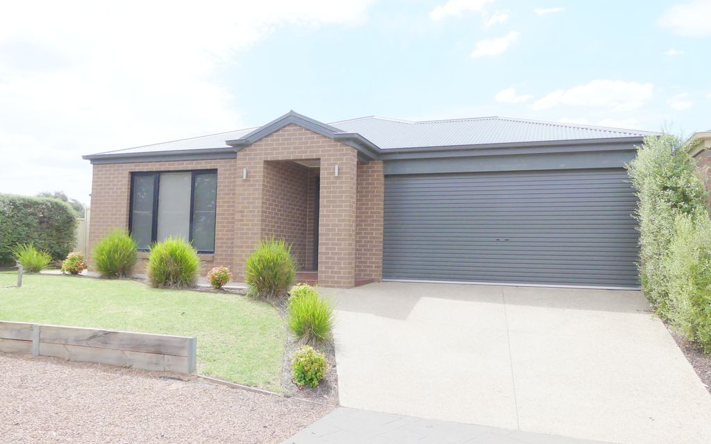Modern Home Close to Shepparton Golf Club!