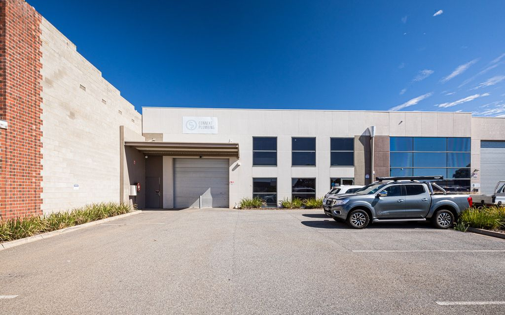 Secure Warehouse with Quality Office