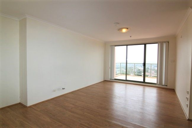 Top floor spacious 2 bedroom apartment with expansive views