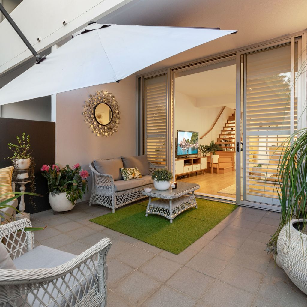 Stunning Townhouse With Private Access