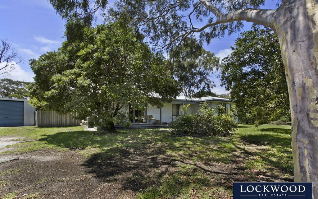 FAMILY HOME ON HUGE BLOCK WITH LARGE SHEDDING – Available 01/04/2021