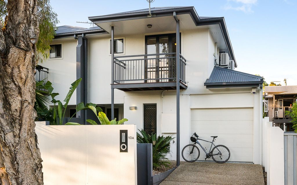 INNER-CITY HOME – Prime Freehold Townhome Plus Pool