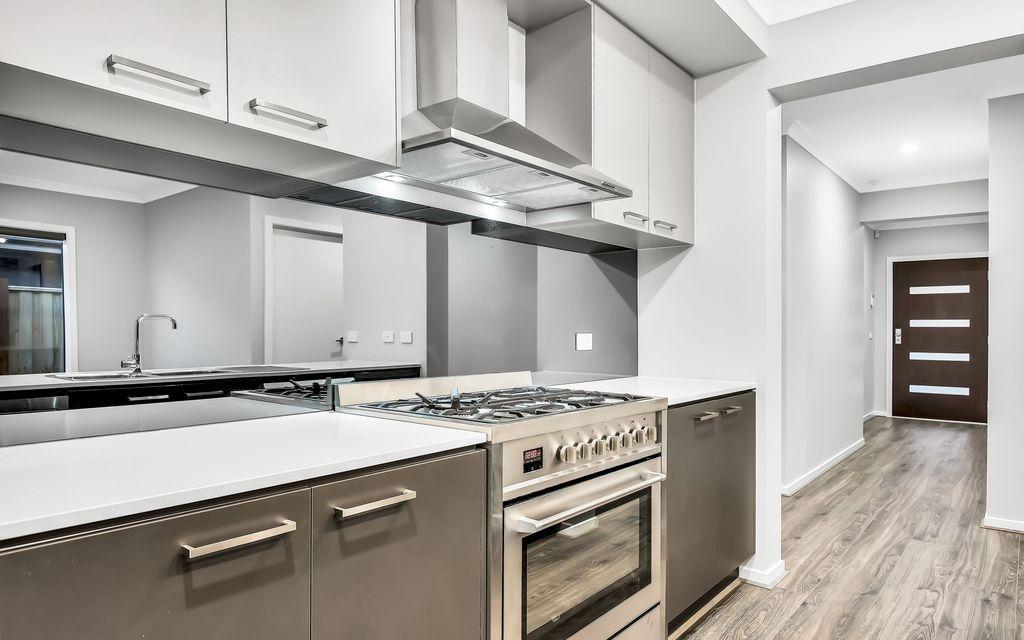 Brand new home in desirable Grand Central Estate !!