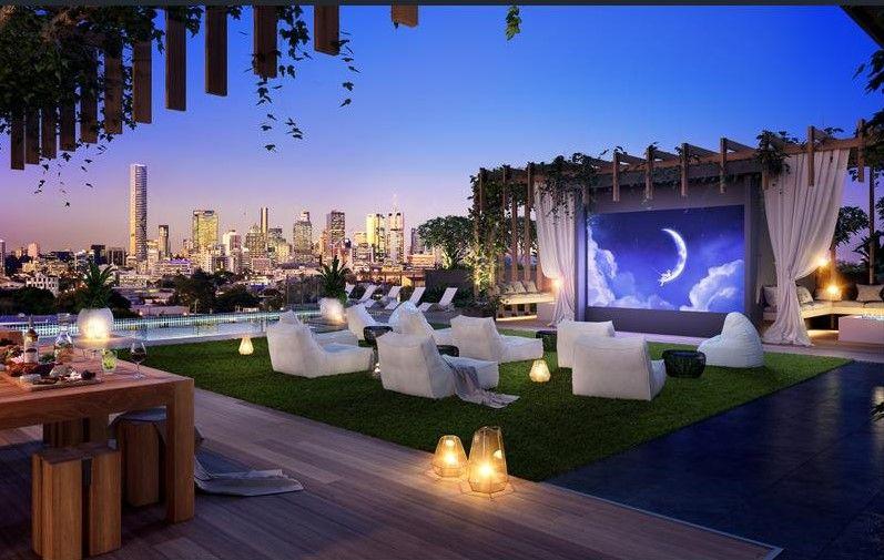 Near New Luxurious Inner City Living