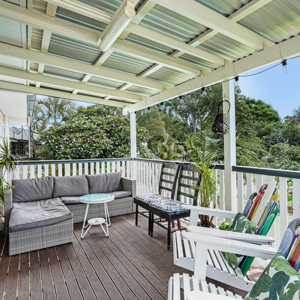 Perfect Position, Great Backyard with View & Breezes