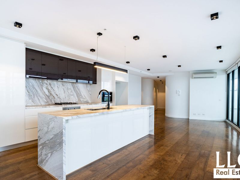 Modern Stylish 3 Bedroom Sub Penthouse With Stunning Panoramic Views