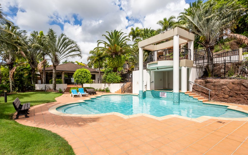 SPACIOUS TOWNHOUSE IN GATED COMPLEX WITH FANTASTIC FACILITIES INCLUDING POOLS, SPA, SAUNA, TENNIS COURT & GYM