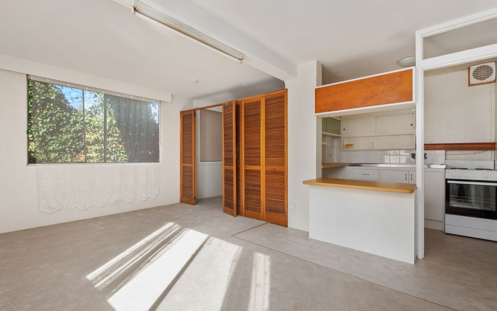 Ideal Sandy Bay Pad For One
