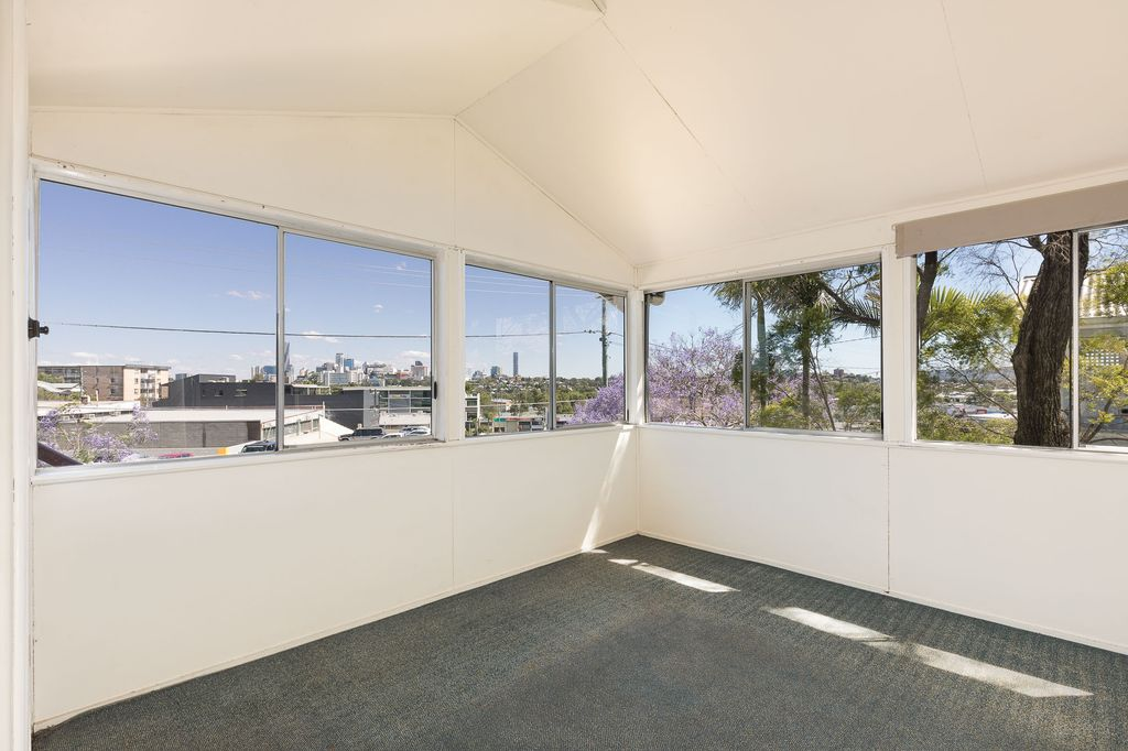 Available Now – Traditional three bedroom Queenslander