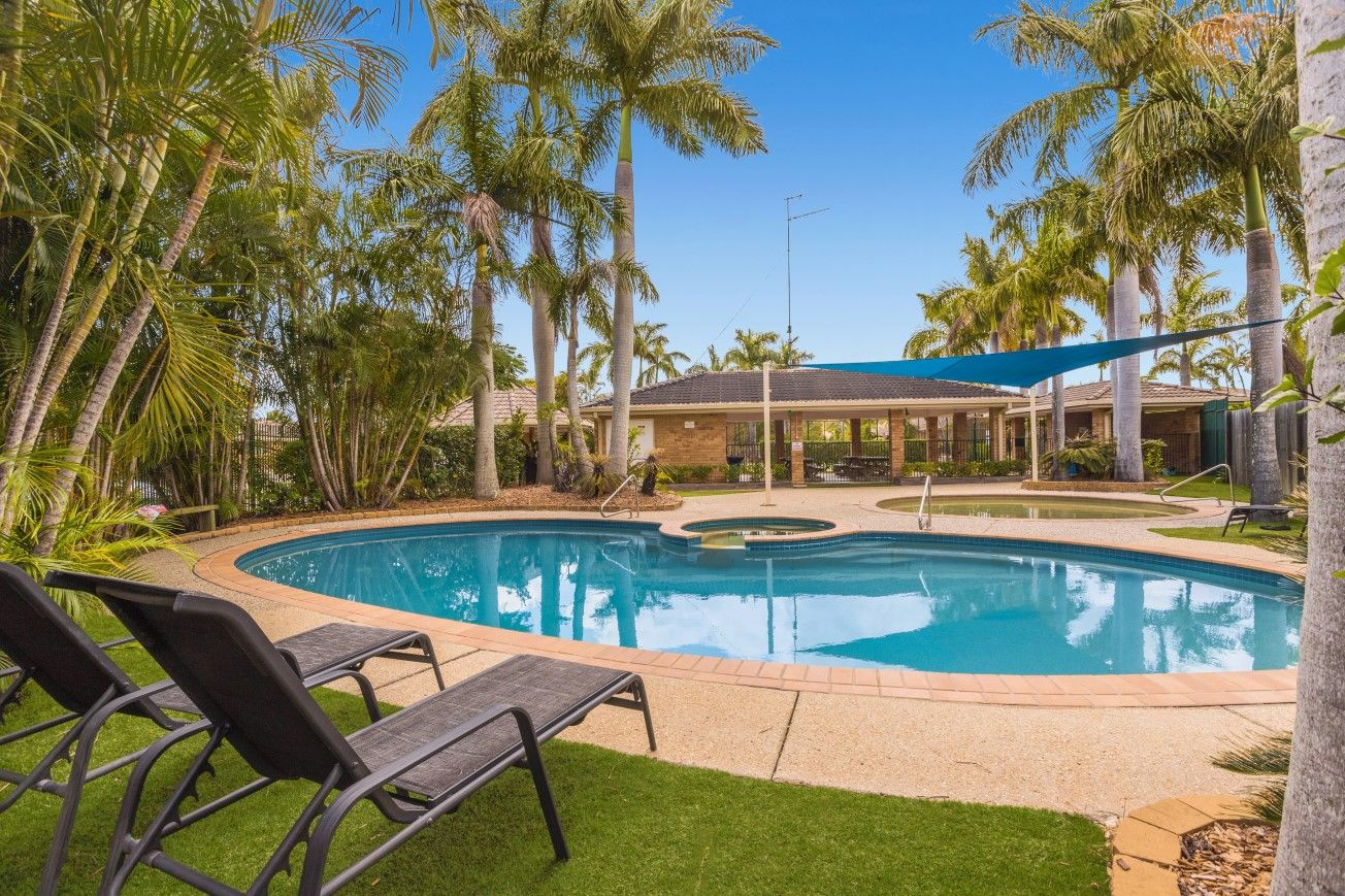 Lowset Villa with a Swimming Pool and Tennis Court in the Complex