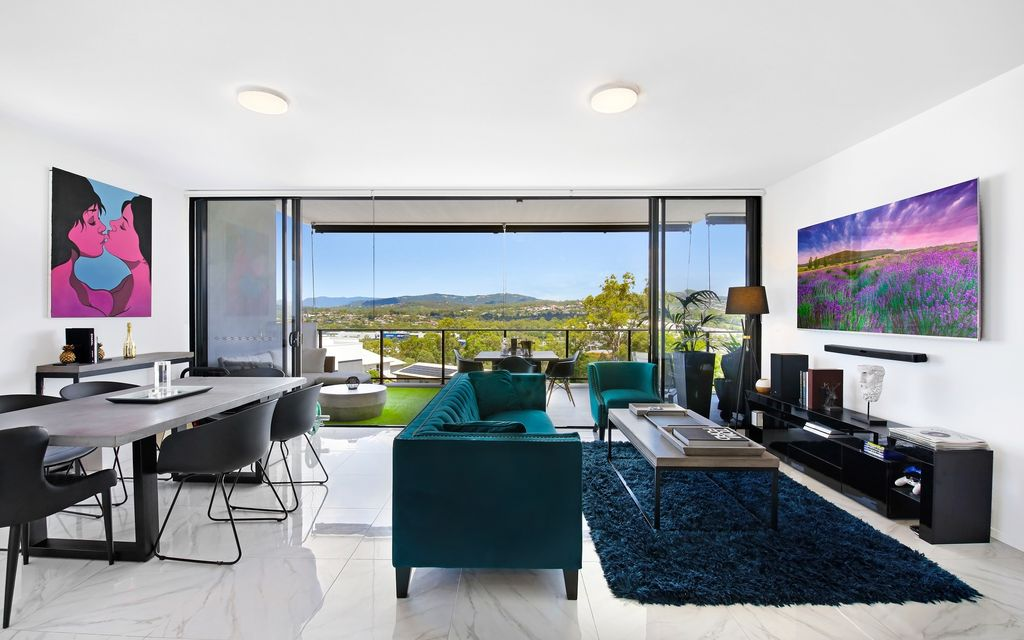 STUNNING AS NEW,  SPACIOUS APARTMENT, UNINTERRUPTED VIEWS