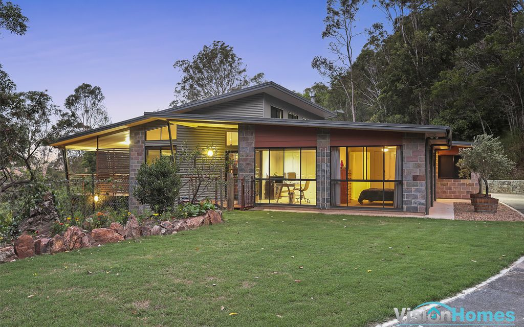Ocean views and peaceful country living, just 27km from the CBD