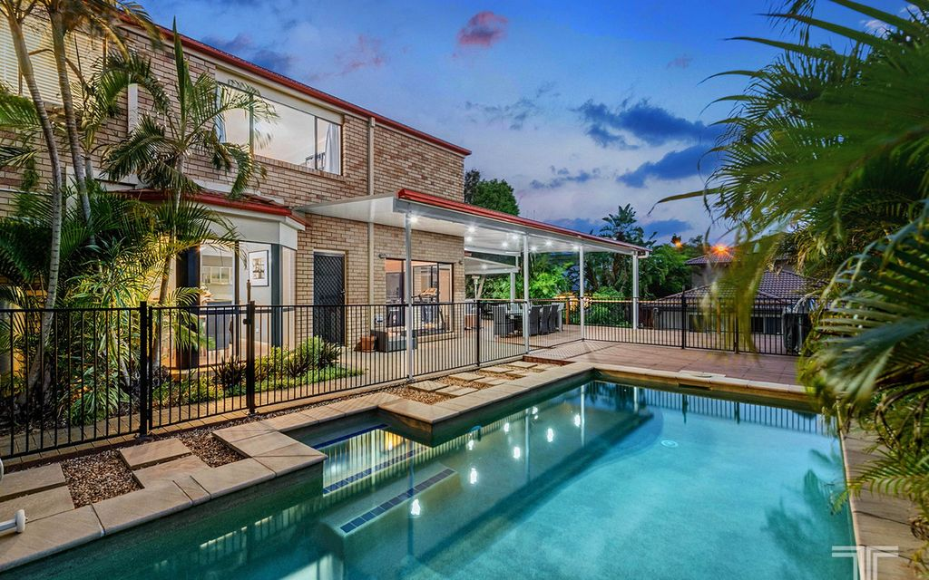 Exceptionally Private Position with Bay Breezes and Leafy Surrounds