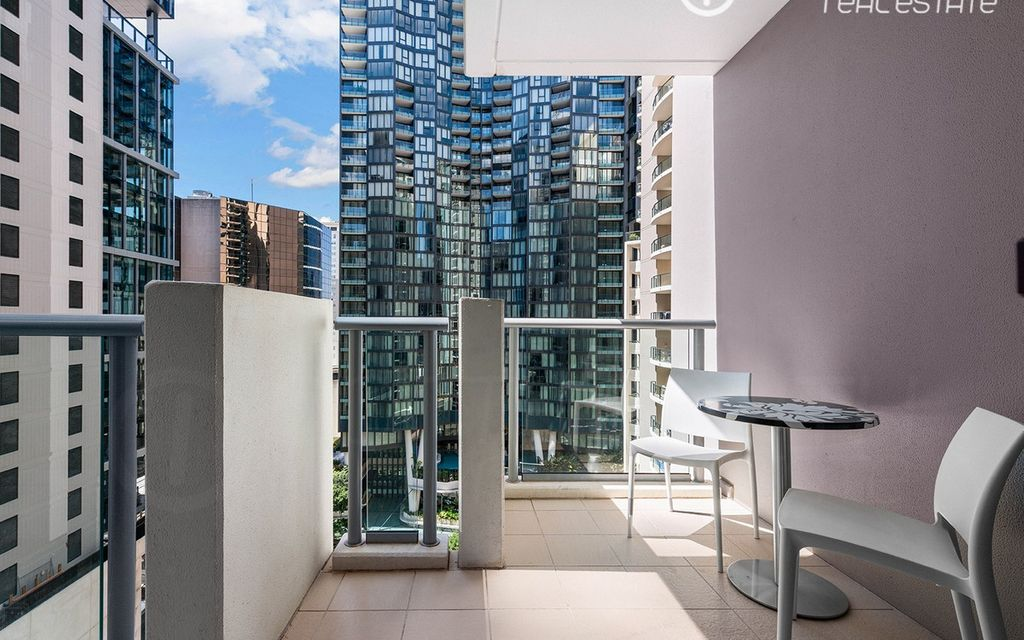 Stunning CBD pad with secure carpark on title!