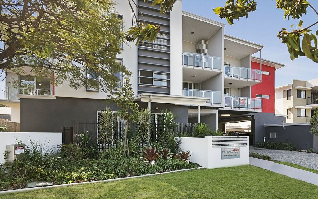 Modern unit in a complex with a lift – register now!