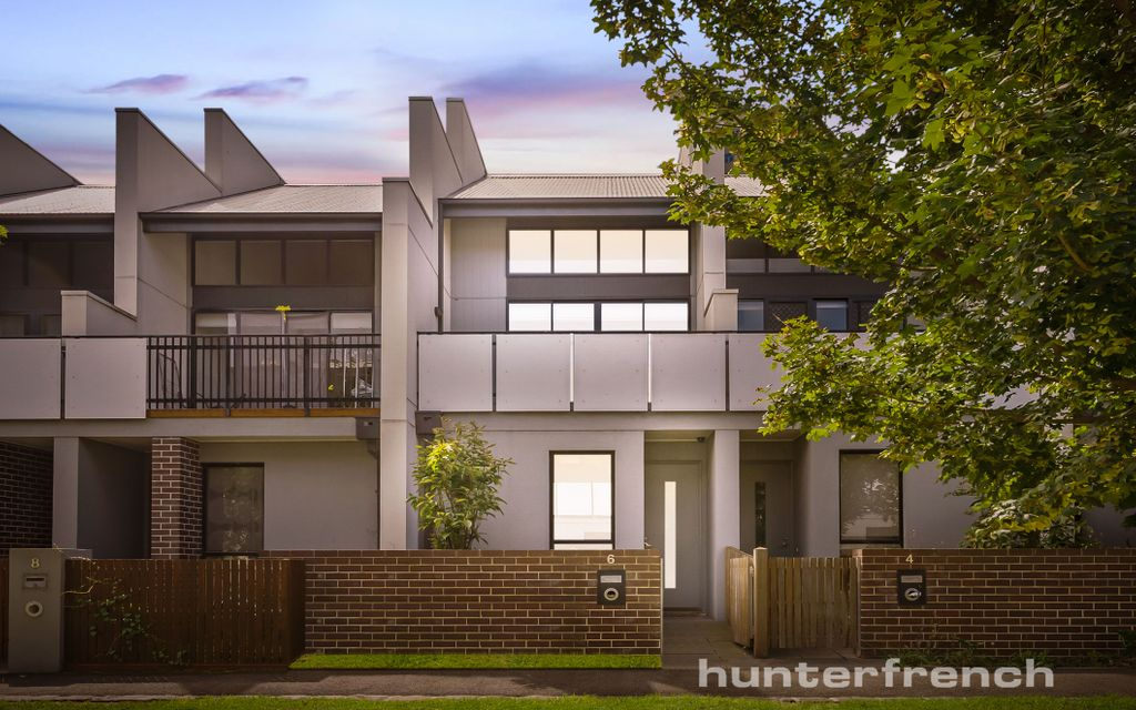 STUNNING TRIPLE STOREY HOME IN PERFECT LOCALE!