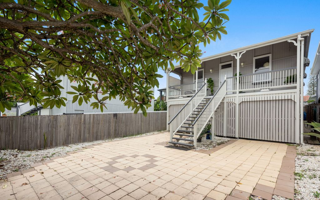 IMPECCABLE 1910's QUEENSLANDER WITH AMPLE AMOUNTS OF CHARACTER & CHARM