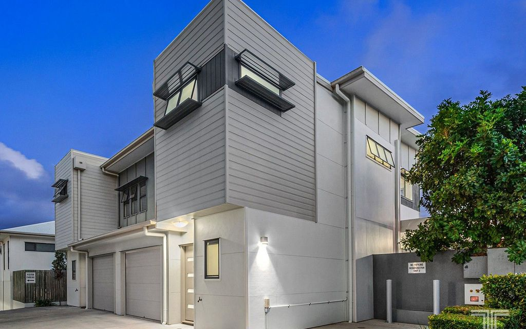 Modern Townhouse only 3 Minutes from Westfield Carindale