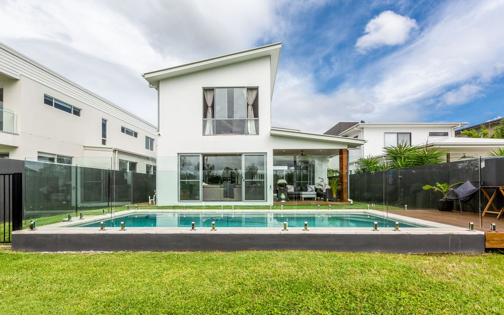 SPACIOUS FAMILY HOME WITH POOL IN RIVERLINKS ESTATE – WITHIN EASY DISTANCE TO SCHOOLS, SHOPS AND THE M1