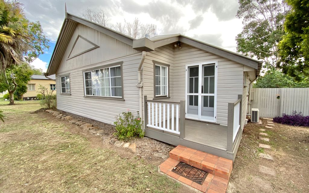 Timber Home Close to School and CBD