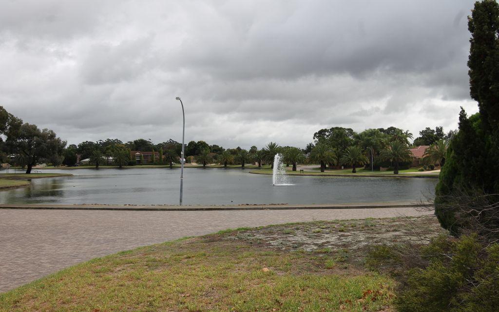 SPACIOUS RENOVATED TOWNHOUSE WITH LAKE VIEWS !