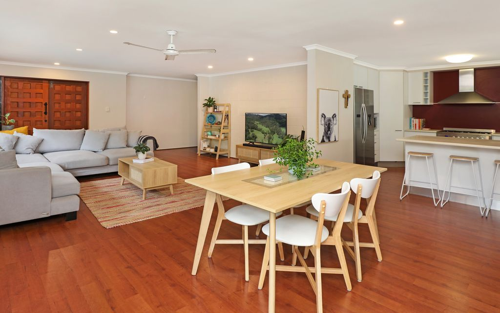 Impressive family friendly home walking distance to the beach