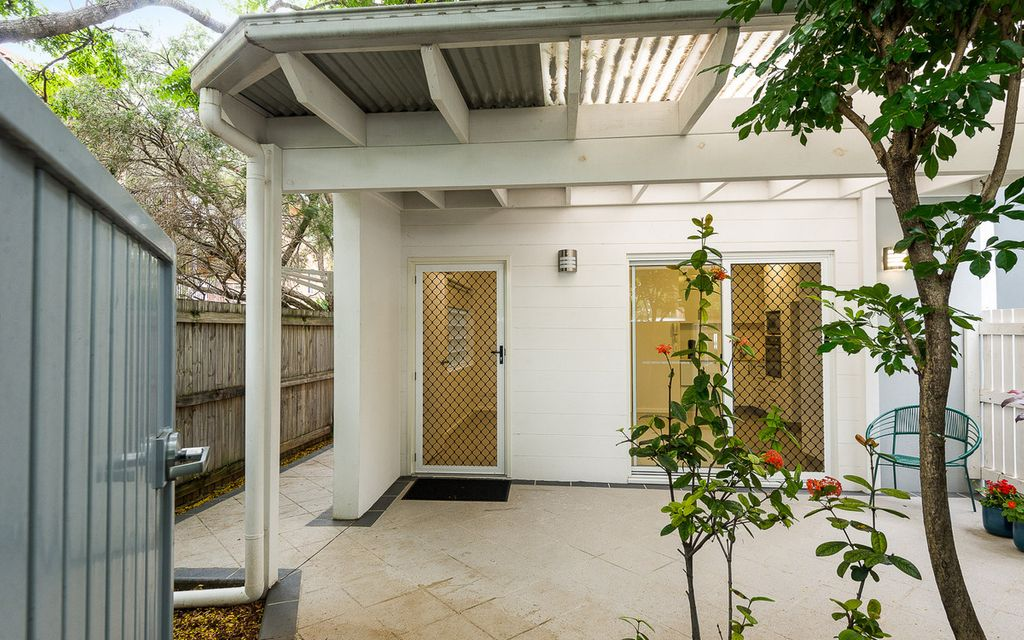 APARTMENT HOME – Ground Floor With Private Entry Courtyard