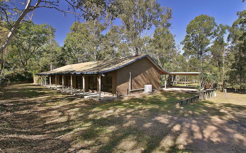 4 Bedroom Family home on acreage