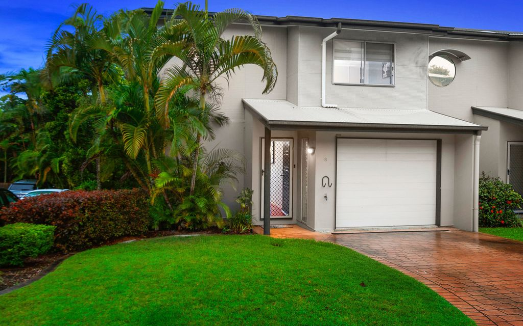Stylish Townhouse in Sought After Location
