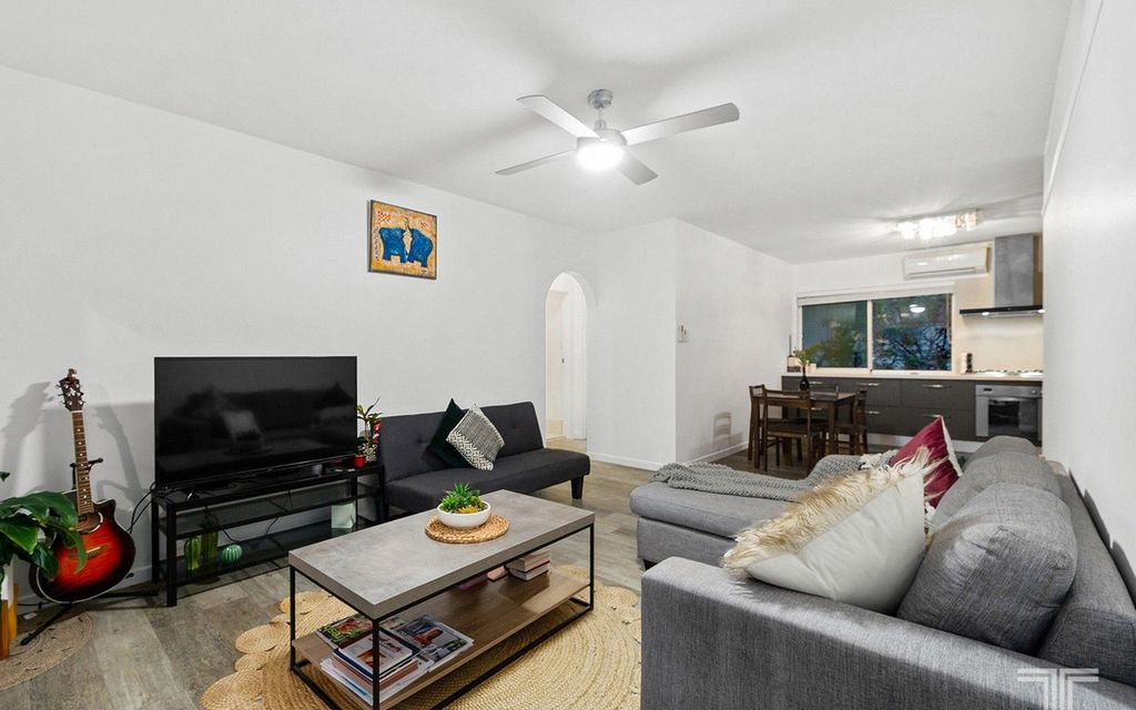 Excellent Position Close to Transport and Cafes