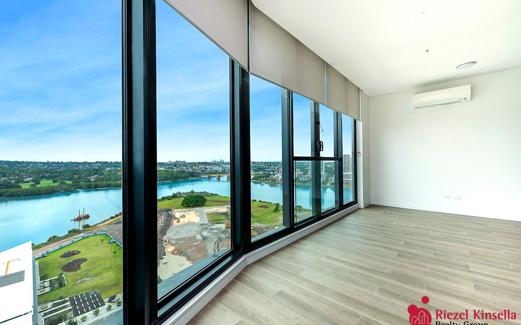 Waterside 2 bedrooms apartment in heart of WENTWORTH POINT available!