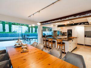 37265Grand Riverside Residence On Triplex Site