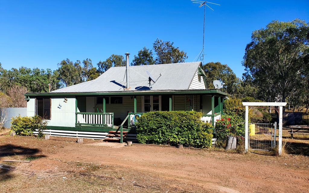 3 Bedroom cosy cottage style on 6.5 acres