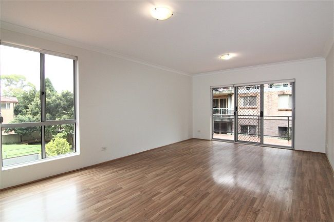 Light-filled freshly painted 2 bedroom unit with floorboard