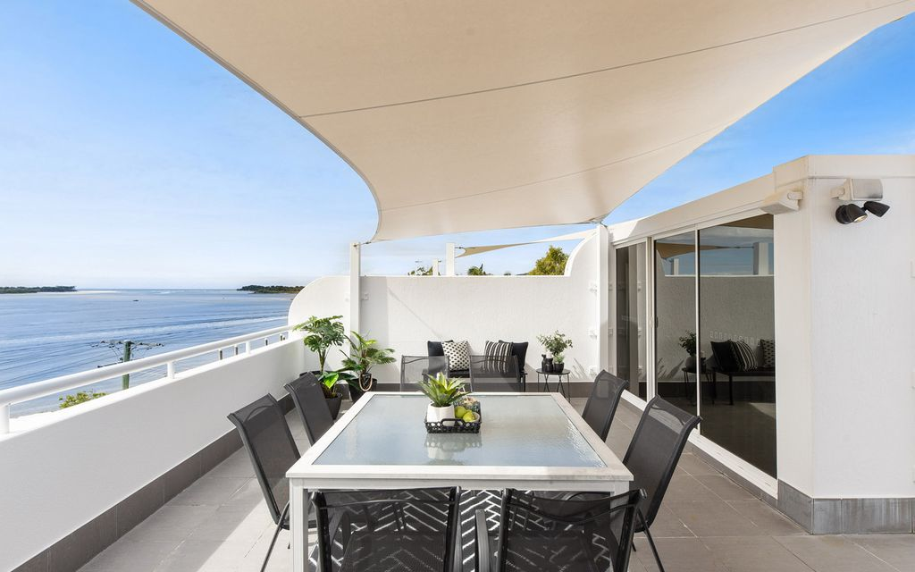 Spectacular Views from North Facing Riverfront Penthouse