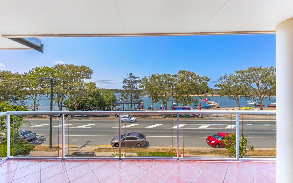 Top Floor apartment with panoramic views!
