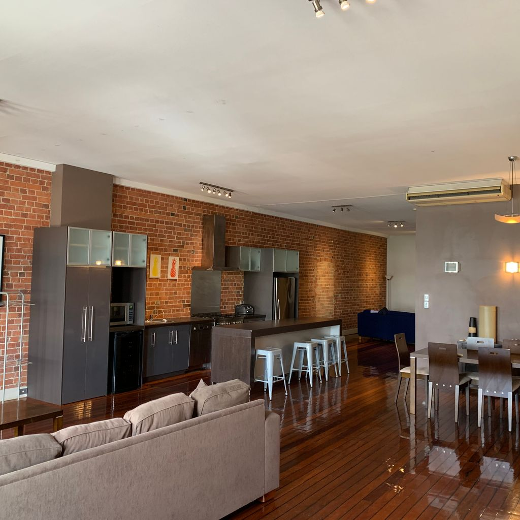 LIVE THE LIFE – IN THE HEART OF THE CITY – FULLY FURNISHED