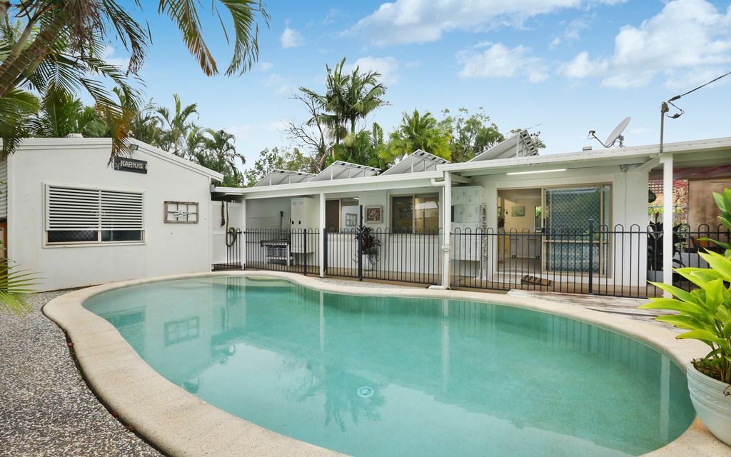 Endless summer days at private Coolum beach house