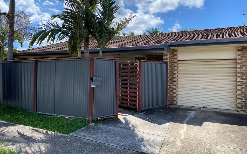 UNDER APPLICATION – Pet Friendly Duplex in Popular Palm Beach