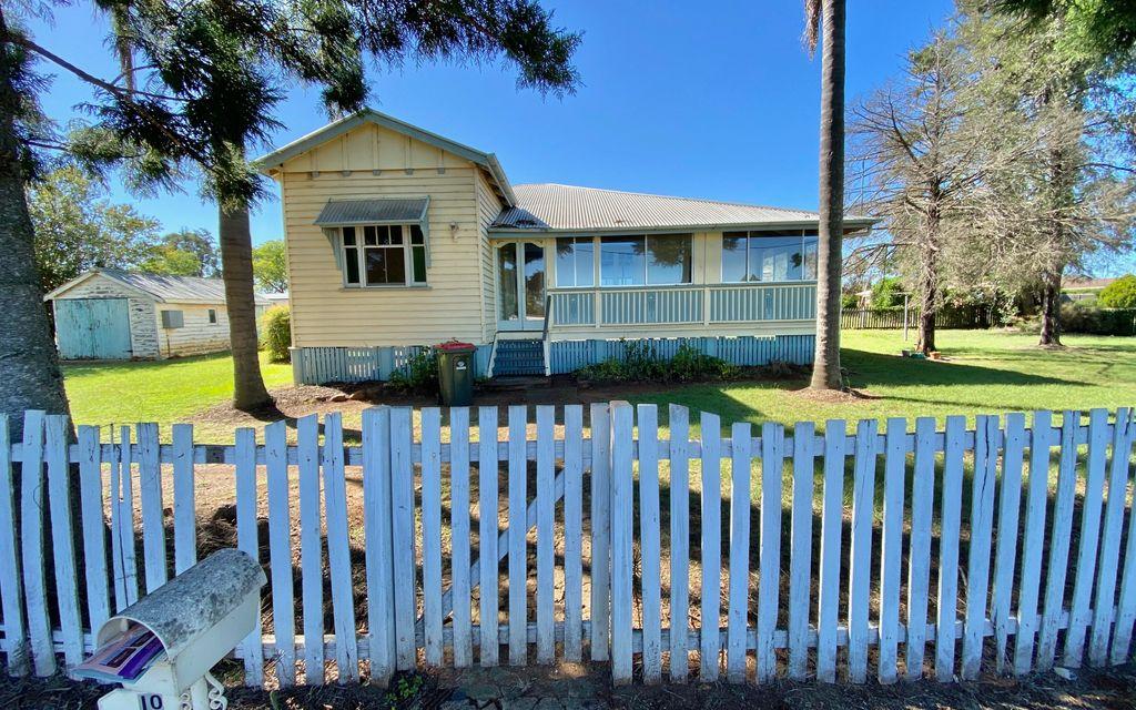 3 Bedroom Queenslander Close to Town